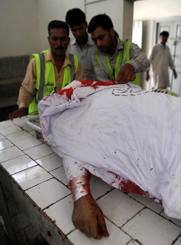 Фоторепортаж с места убийства дипломата из Саудовской Аравии в Пакистане. Фото: AFP PHOTO/RIZWAN TABASSUM