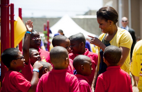 Фоторепортаж об участии первой леди США Мишель Обамы в строительстве детской площадки. Фото: Win McNamee/Getty Images