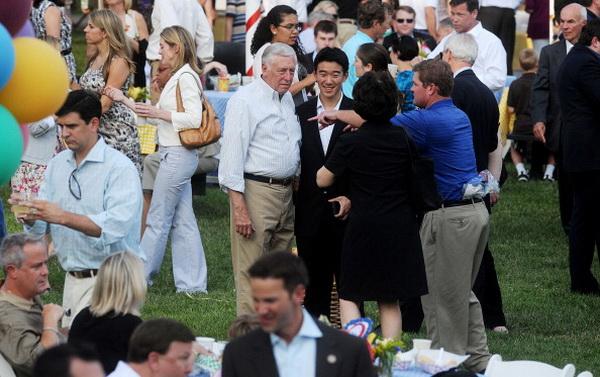 Фоторепортаж о пикнике для конгрессменов, устроенном Бараком и Мишель Обамой. Фото: Olivier Douliery-Pool/Getty Images