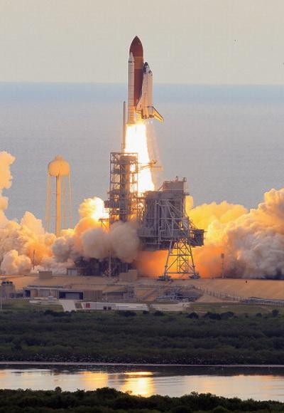 Фоторепортаж о запуске шаттла «Индевор» в штате Флорида. Фото: Joe Raedle/Getty Images