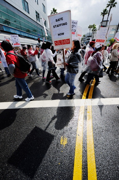 Фоторепортаж об акции протеста медицинских работников против неудовлетворительных условий работы в Лос-Анджелесе. Фото: Kevork Djansezian/Getty Images