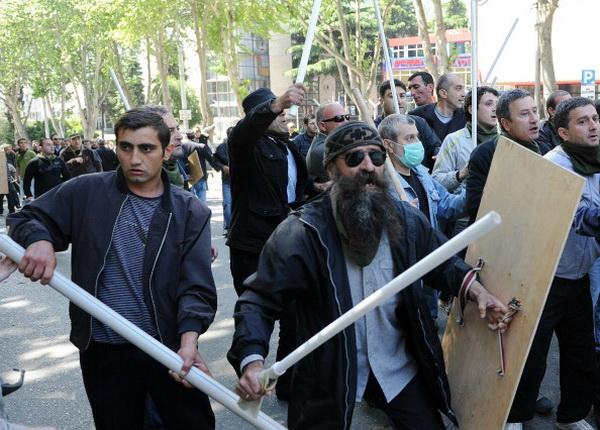 Фоторепортаж о митинге протеста против президента Грузии Михаила Саакашвили. Фото: AFP PHOTO / VANO SHLAMOV