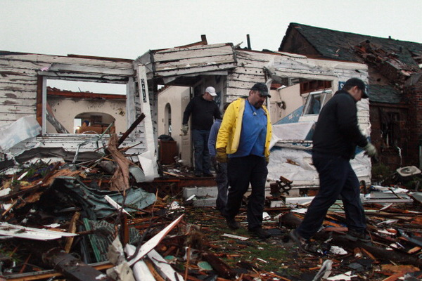 Фоторепортаж о мощном торнадо в штате Миссури. Фото: Julie Denesha/Getty Images