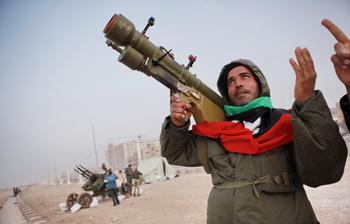 Повстанцы Ливии разграбили резиденцию Муамара Каддафи. Фото: www.akithaber.com