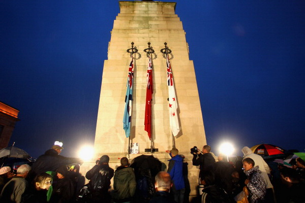 День АНЗАК отмечают в Новой Зеландии и Австралии. Фото: Lisa Maree Williams/Getty Images