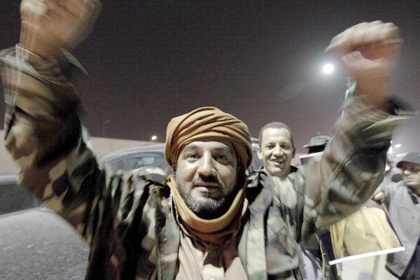 НАТО бомбардирует резиденцию Муаммара Каддафи. Фото: JOSEPH EID/AFP/Getty Images