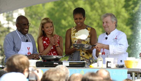 Президент Обама и Мишель Обама пригласили детей и их родителей на ежегодное катание пасхальных яиц. Фото: Chip Somodevilla/Getty Images