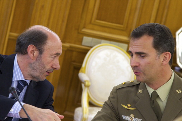 Фоторепортаж о посещении короля Испании Хуана Карлоса и принца Фелипе собрания Национального совета обороны. Фото: Carlos Alvarez/Getty Images