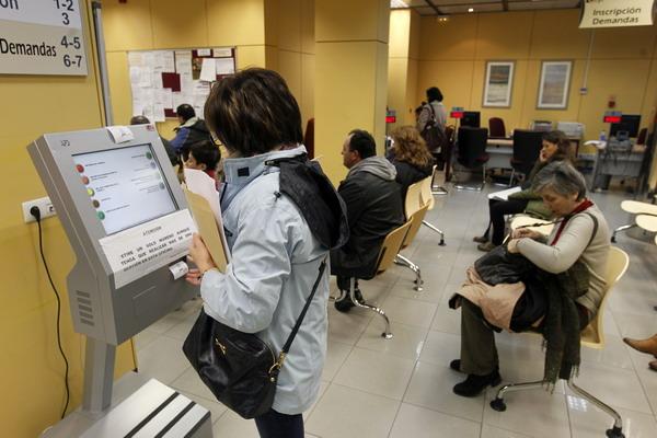 В странах ЕС растет уровень безработицы. Бюро по трудоустройству в Испании. Фото: CESAR MANSO/AFP/Getty Images