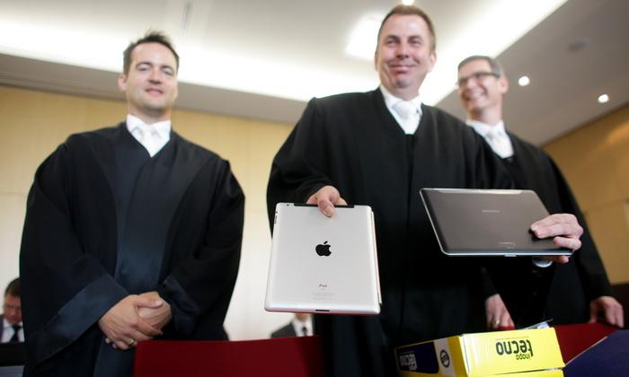 Патентная война между Apple u Samsung. Фото: ROLF VENNENBERND/AFP/Getty Images