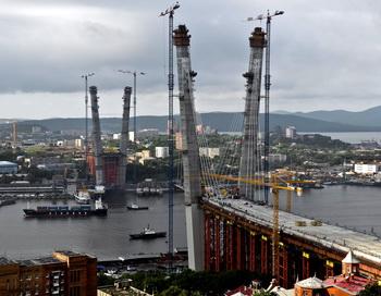 Строительство моста в бухте Золотого Рога, Владивосток, Россия. Фото: Gennady Shishkin/AFP/Getty Images