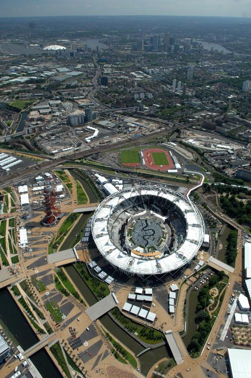 Лондон готовится к Олимпиаде-2012. Олимпийский стадион. Фото:  ROBERT GRAHN/AFP/GettyImages