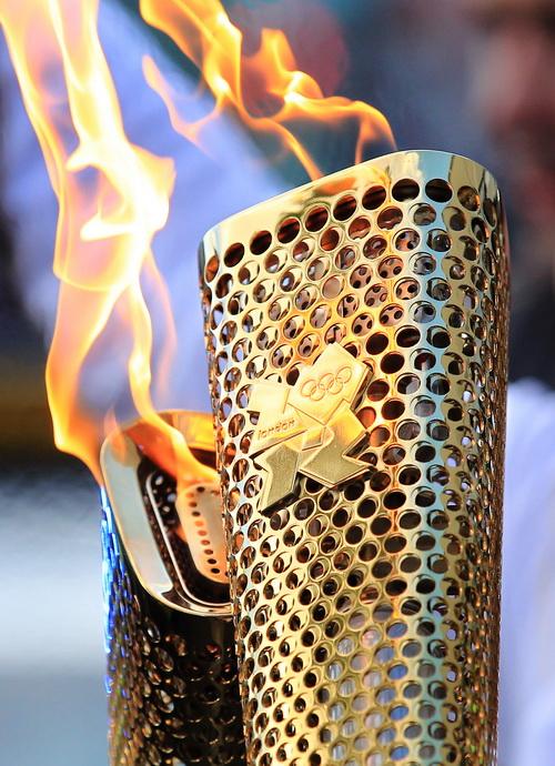 Лондон готовится к Олимпиаде-2012. Олимпийский факел, прошедший дорогу в 8000 миль до места проведения летних Олимпийских игр-2012 в Лондоне. Фото:  LOCOG via Getty Images