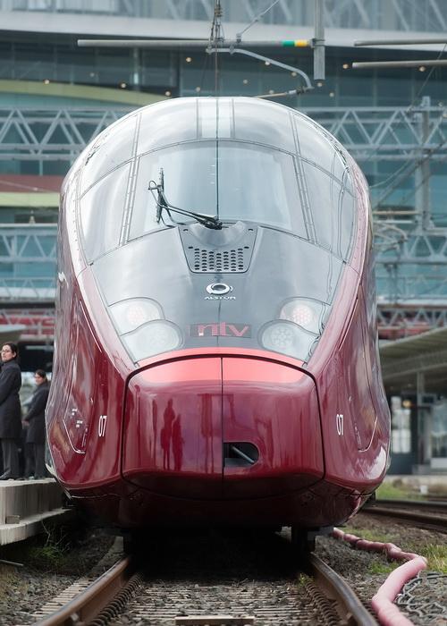 Новый поезд итальянской железнодорожной компании NTV прибывает в Рим на станцию Тибуртина. Фото: Giorgio Cosulich/Getty Images