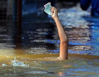 Почему падает благосостояние? Добавочная стоимость.Фото: PORNCHAI KITTIWONGSAKUL/AFP/Getty Images