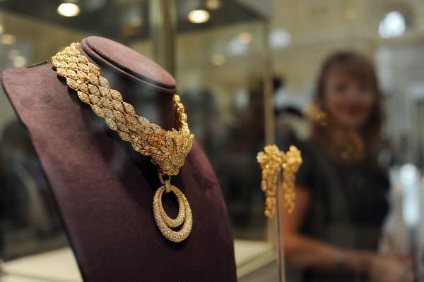 Не забываемые подарки – ожерелье голливудской звезды Элизабет Тейлор. Фото: NATALIA KOLESNIKOVA/AFP/Getty Images