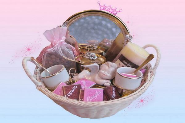 ... или подарочный комплект с парфюмерией или косметикой.Фото с сайта bantik.ru