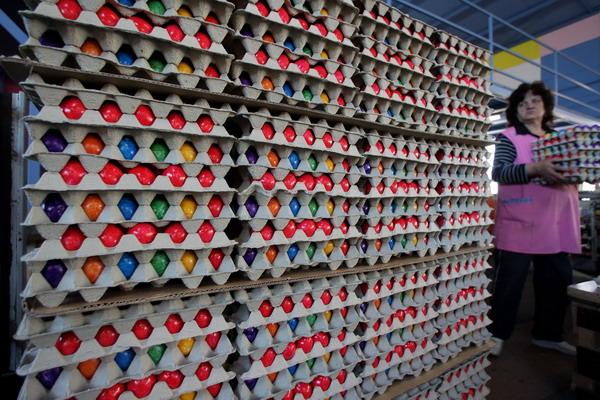 В ЕС на Пасху испытывали острый дефицит яиц. Фото: Miguel Villagran/Getty Images
