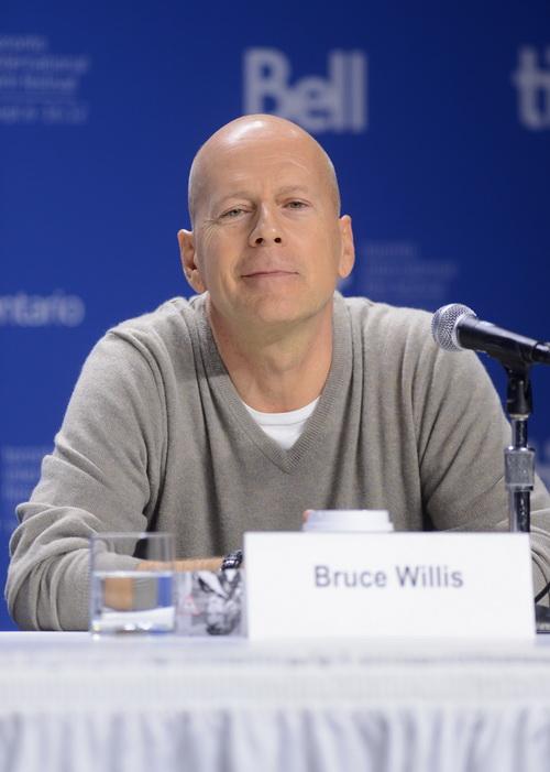 Наследство Брюса Уиллиса не вмещается в продукцию Apple. Фото: Jason Merritt/Getty Images