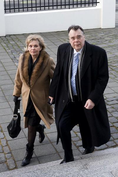 Первый осужденный периода экономического кризиса 2008 года. Бывший премьер – министр Исландии Гейр Хаарде с супругой. Фото: HALLDOR KOLBEINS/AFP/Getty Images