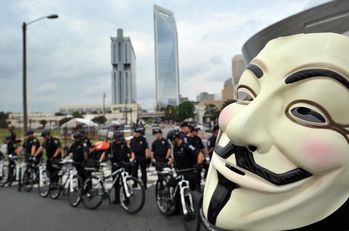 Протесты движения «Оккупируй Уолл-стрит» проходят в Шарлотте, Северная Каролина, 4 сентября 2012 года. Фото:  Mladen Antonov/Getty Images)