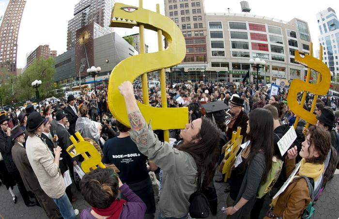 Протесты движения «Оккупируй Уолл-стрит» в Нью-Йорке 25 апреля 2012 года. Фото: EMMANUEL DUNAND/AFP/GettyImages
