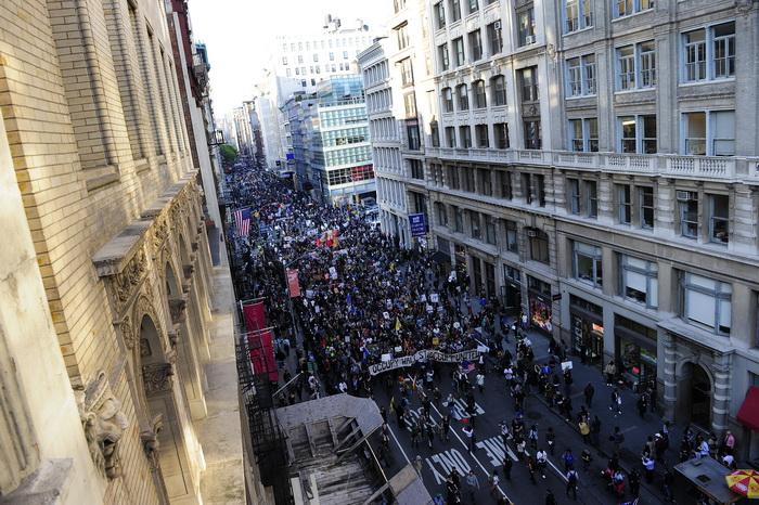 Протесты движения «Оккупируй Уолл-стрит» на Бродвее в Нью-Йорке 1 мая 2012 года. Фото: Spenser Platt/AFP/GettyImages