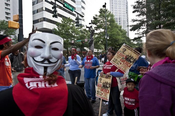 Протесты движения «Оккупируй Уолл-стрит» в Нью-Йорке 9 мая 2012 года. Фото: JOHN W. ADNISSON/AFP/GettyImages