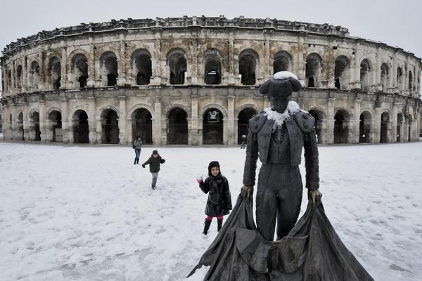 В Европе голубого топлива на всех не хватает. В этом году зима в Европе особо холодная и снежная. Фото:  GERARD JULIEN/AFP/Getty Images