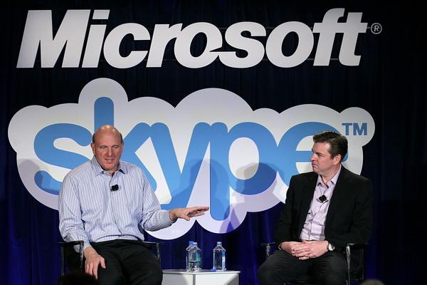 Microsoft нужны ИТ специалисты. Главный исполнительный директор  компании Microsoft Стив Балмер и главный исполнительный директор компании Skype Тони Бейтс на пресс – конференции по покупке  Skype в мае 2011 года. Компания Microsoft  намеревалась купить Skype за 8,5 млрд долларов США. Фото:  Justin Sullivan/Getty Images