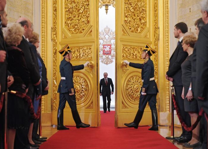 Россия на перепутье. Фото: ALEXEY DRUZHININ/AFP/GettyImages