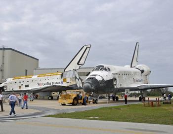 Шатл Atlantis в центре космических иследований Кенеди  9 марта 2012 года. Фото: BRUCE WEAVER/AFP/Getty Images