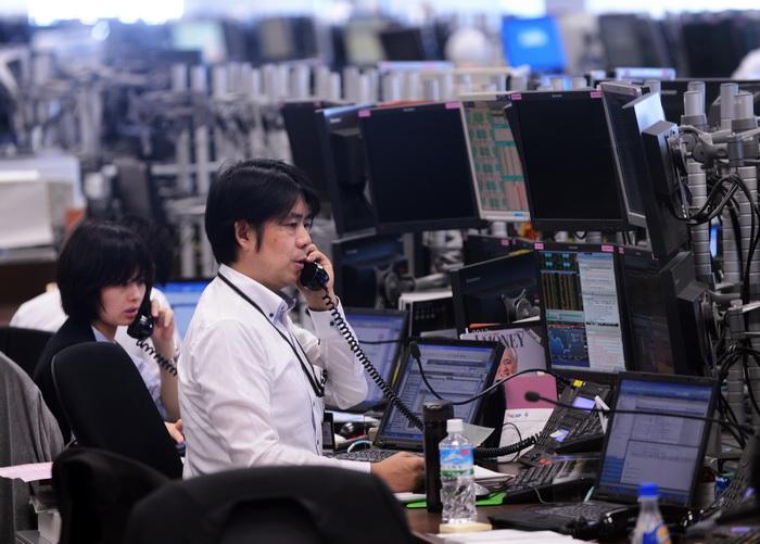 На фондовых торгах в Токио. Фото:  TORU YAMANAKA/AFP/GettyImages