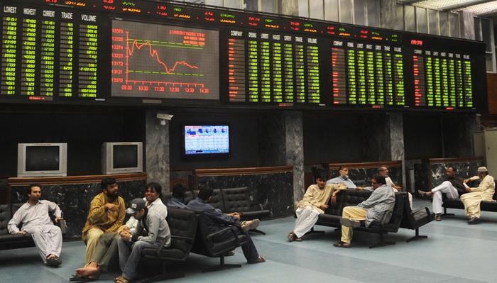 На фондовых торгах в Пакистане. Фото: RIZWAN TABASSUM/AFP/Getty Images