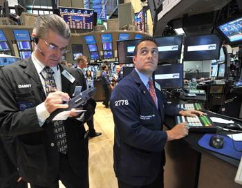 Мировой фондовый рынок за прошлую неделю потерял 4 трлн. долларов. Фото: STAN HONDA/AFP/Getty Images