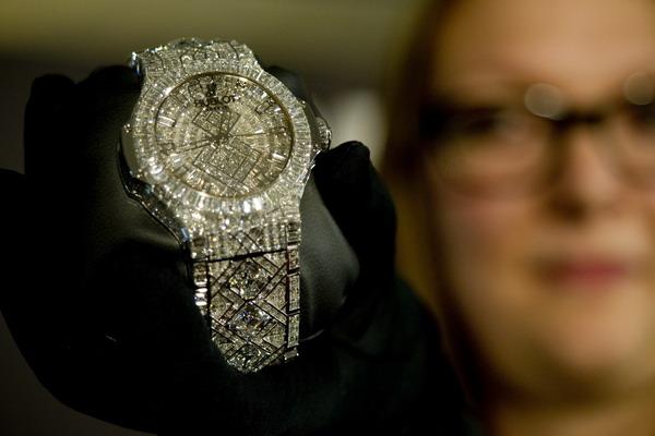 Самые дорогие часы в мире.Фото: SEBASTIEN BOZON/AFP/Getty Images
