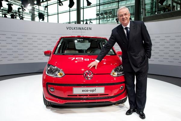Зарплата шефа VW. Глава компании Volkswagen (VW) Мартин Винтеркорн на презентации автомашин. Фото: JOCHEN LUEBKE/AFP/Getty Images