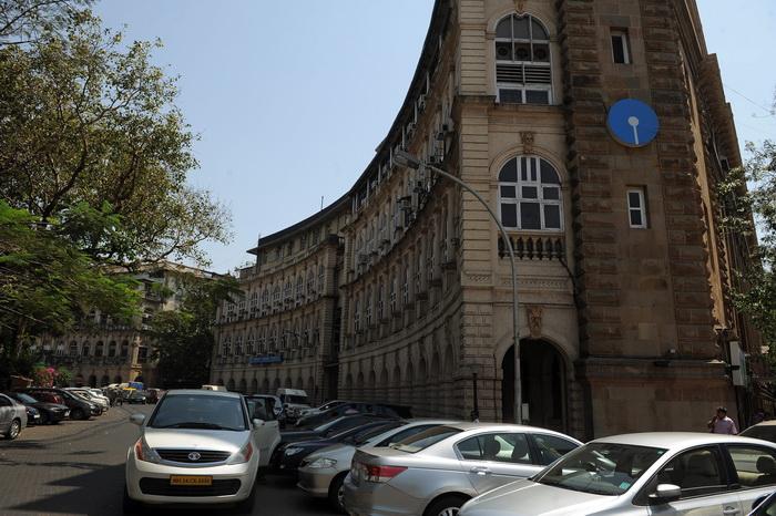 Более 1000 желающих на одну вакансию в государственном банке Индии. Здание банка в Мумбае.  Фото: PUNIT PARANJPE/AFP/Getty Images