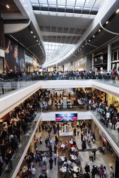 Торговый центр Westfield Stratford City в Лондоне, Великобритания, является самым крупным торговым центром в Европе. Фото: FACUNDO ARRIZABALAGA/AFP/Getty Images