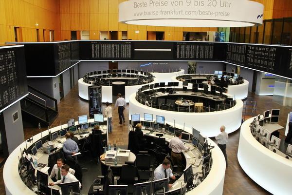 6. Фондовые торги отреагировали на сообщение МВФ. Фото: THOMAS LOHNES/AFP/Getty Images