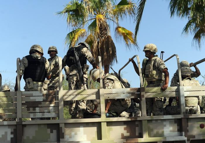 Мексиканские солдаты охраняют резиденцию президента США Барака Обамы во время встречи G20 в Лос-Кабос, Мексика. Фото: JEWEL SAMAD/AFP/GettyImages
