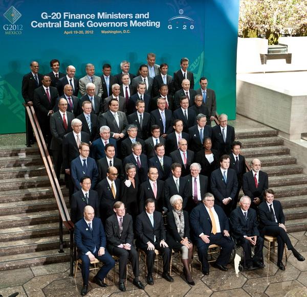 Министры финансов и представители центробанков G20 на встрече в Вашингтоне. Фото: NICHOLAS KAMM/AFP/Getty Images