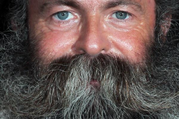 Личность человека подтверждает паспорт. Фото: Johannes Simon/Getty Images