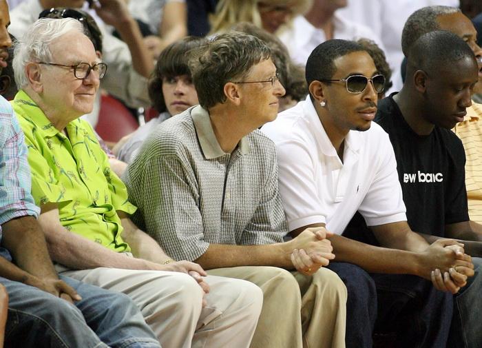 Миллиардеры Уоррен Баффет и Билл Гейтс. Фото: Ethan Miller/Getty Images