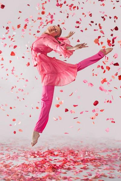 Подарите любимой абонемент на аеробику, в спорт зал или на танцы. Фото с сайта espati.lv