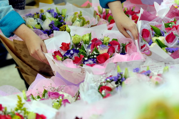 Хороший букет цветов всегда кстати. Фото: PATRICK LIN/AFP/Getty Images