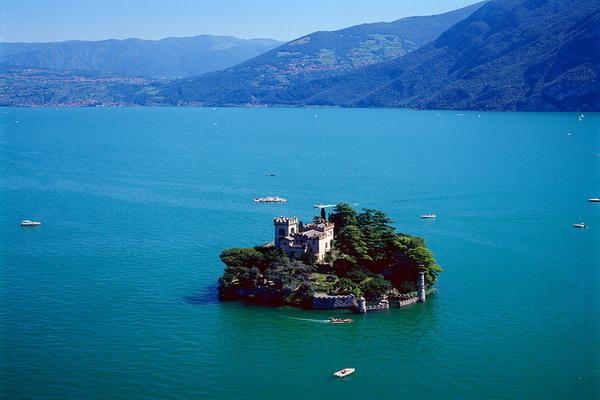 Романтическое путешествие или бегство в уединение на отдаленном острове. Фото с сайта dic.academic.ru