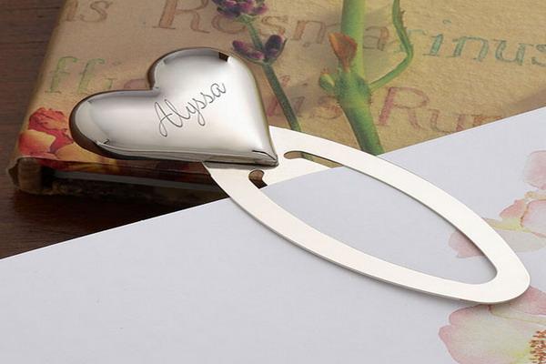 Маленкое, но приятное напоминание о себе каждый день – заклада в форме сердца. Фото с сайта znaikak.ru