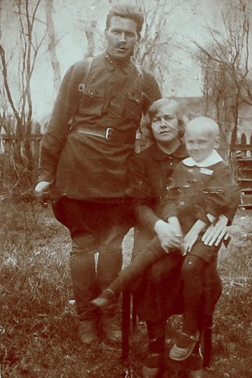 Выборг,1940 год. Юлия с мужем Константином и сыном Владимиром. Фото из архива семьи Юлии.