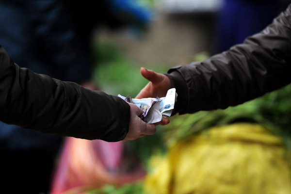 Налог на финансовые трансакции. Фото:  STR/AFP/Getty Images